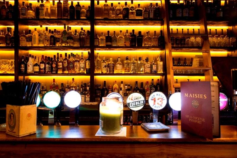 Place Maisies Bar Interior