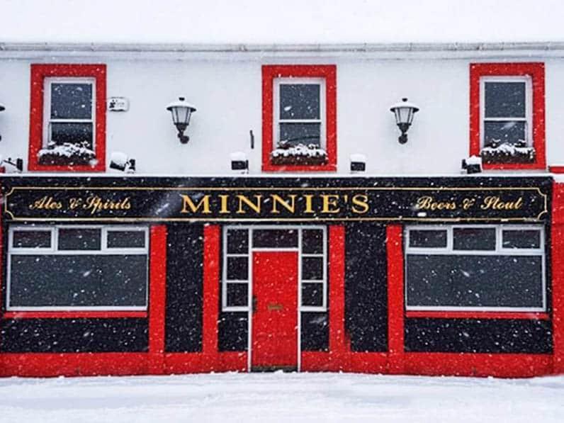 Place Minnies Lounge Bar Exterior 01